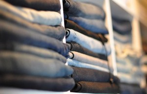 Folded jeans (Flickr/Maegan Tintari)